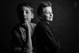 studyjna sesja dwóch chłopców