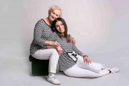Julka z mama podczas wspolnej sesji portretowej w studio