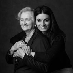 Julka z mamą na wspólnej sesji portretowej