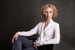 portret biznesowy kobiety w eleganckim stylu
